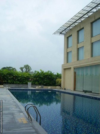 Courtyard by Marriott Kochi Airport: outside