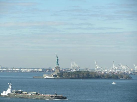 The Ritz-Carlton New York, Battery Park : Lady Liberty from our room