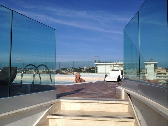 Hotel L'Approdo: Great Pool and glass windshields
