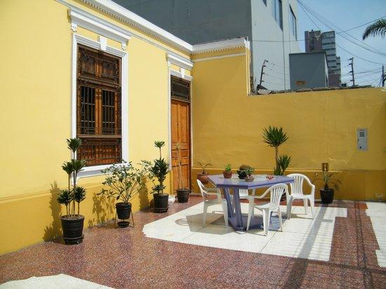 Residencial Miraflores B&B: La terraza