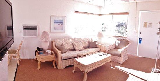 Coral Key Inn: one bedroom suite livingroom