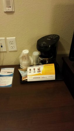 Suburban Extended Stay Hotel: Coffee!
