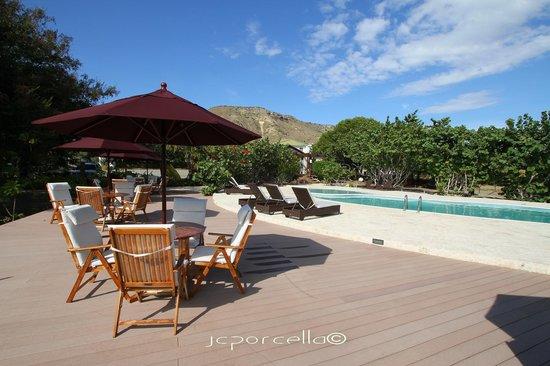 El Morro Eco Adventure Hotel: Piscina con vista al Morro