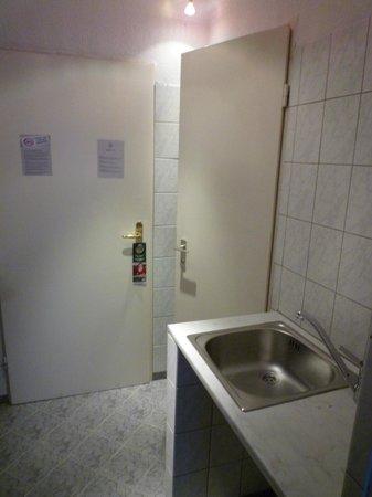 Novum Hotel Ravenna Berlin Steglitz: Einzelzimmer 5.OG, Spülküche, Eingangsbereich des Zimmers