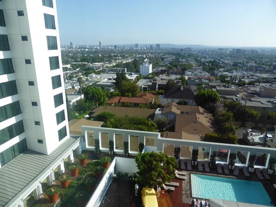 Mondrian Los Angeles Hotel: View from the room over the pool