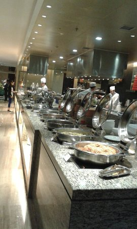 White Swan Hotel ChangSha: Breakfast buffet - western/asian style food, egg station