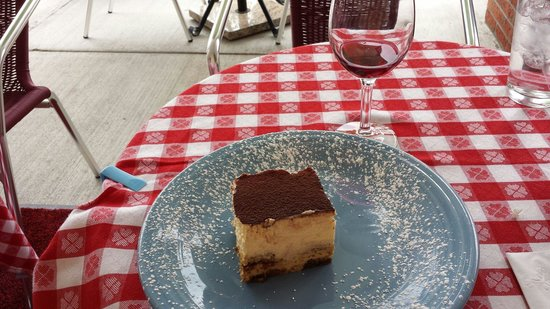Melo Trattoria : Melt-in-your-mouth Tiramisu