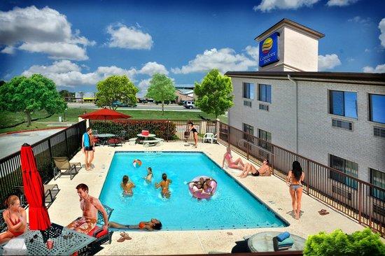 Comfort Inn Cedar Park: Pool area is great/ lots of fun