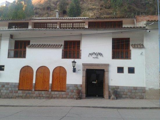 MamaSara Hotel: FACHADA