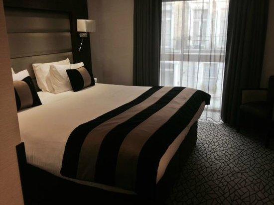 Park Grand London Kensington: The amazing bed