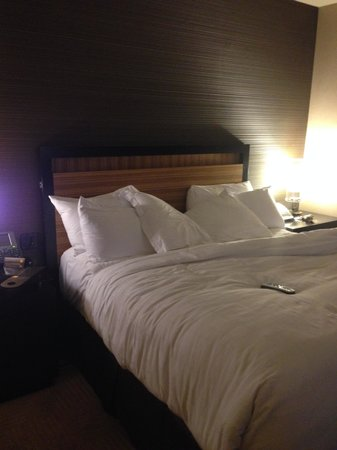 MGM Grand Detroit : King size bed