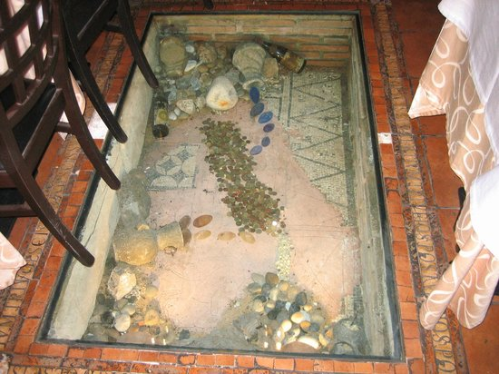 Osteria del Tempo Perso: Floor inside