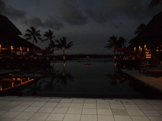 Constance Prince Maurice: piscine nocturne