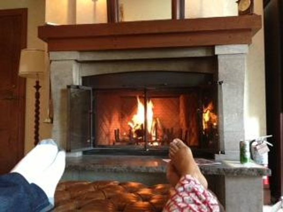 Hotel Quintessence: Fireplace in our suite