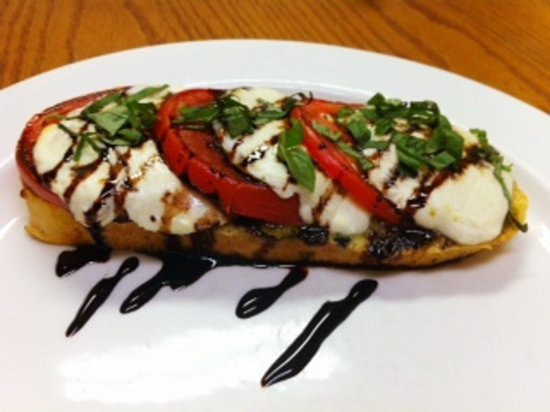 Canyon Breeze Restaurant at Red Mountain Resort: Canyon Counter Caprese Melt