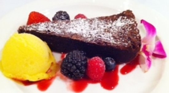 Canyon Breeze Restaurant: Flourless Chocolate Cake