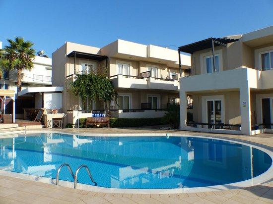 Corinna Mare Suites & Studios : Unit near pool