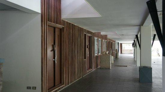 Muang Kulaypan Hotel: hallway