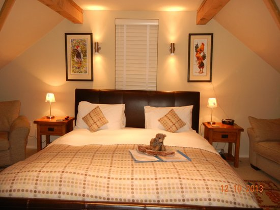Hopton House Bed and Breakfast : Bed with Ted