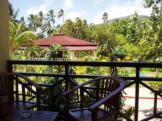 Berjaya Beau Vallon Bay Resort & Casino - Seychelles: Blick vom Balkon aus zum chinesischen Restaurant