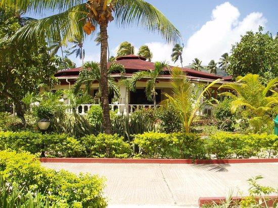 Berjaya Beau Vallon Bay Resort & Casino - Seychelles: im Hotelgarten