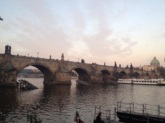 Mandarin Oriental, Prague : Famous Charles Bridge... Minutes from Hotel