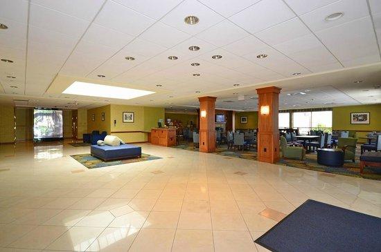 Holiday Inn Express Boston South - Brockton : Lobby