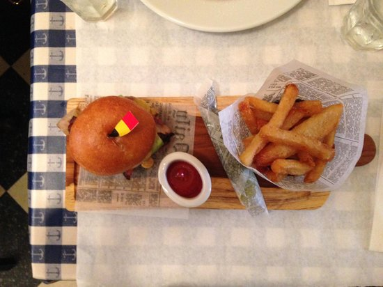 Petite Abeille: burger perfection