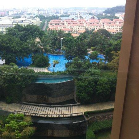Royal Garden Hotel: Swimming Pool