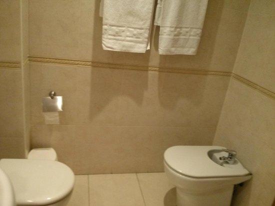 Hotel Marvi : Bathroom