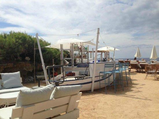 Experimental Beach at Cap D'es Falco : Beautiful outdoor seating and bar