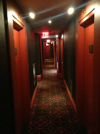 Sanctuary Hotel New York: Hallway at 4th floor (401 in the end)
