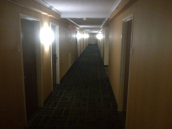 Charleston Capitol Hotel: Dark, creepy hallway