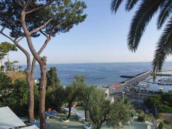 Gran Paradiso Hotel: dalla finestra