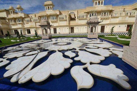 โรงแรมดิ โอเบรอย อุไดวิลาส อุไดพูร์: Intricate ornament in marble