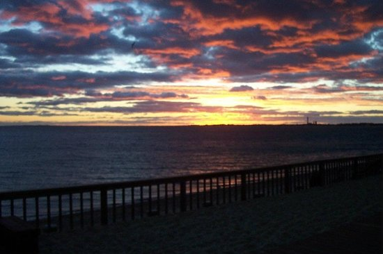 Crow's Nest Resort: A beautiful sunset at Crow's Nest