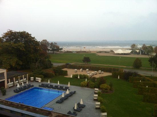 A-ROSA Travemünde: Blick auf den Pool