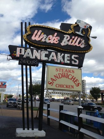 Uncle Bill's Pancake House: Their vintage sign got my attention while driving by.