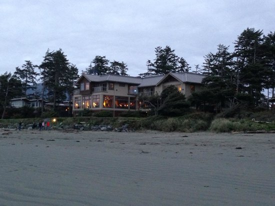 Long Beach Lodge Resort: Hotel seen from the beach