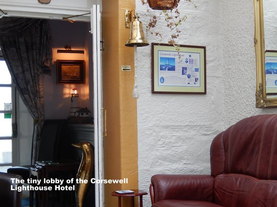 Corsewall Lighthouse Hotel: The tiny but inviting lobby