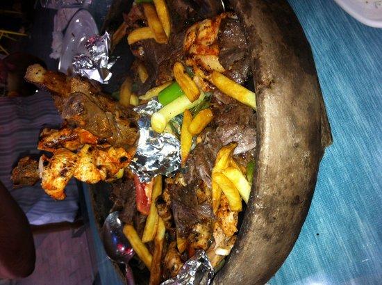 Ravza Restaurant: Kiremitte karışık Kebab çok güzeldi
