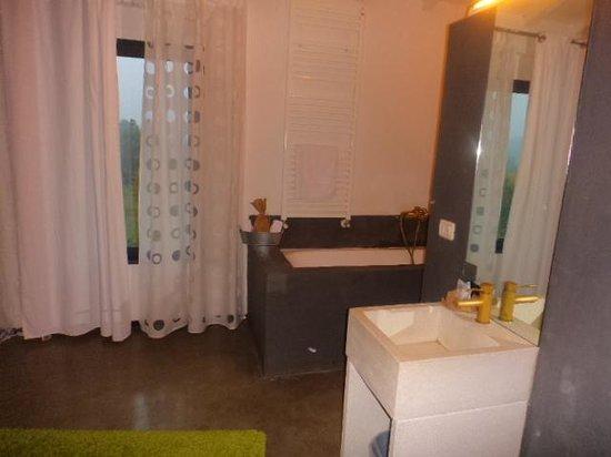 Eroma Agriturismo : Uno scorcio del bagno, direttamente affacciato sulla camera