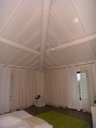 Eroma Agriturismo : Un particolare del soffitto della camera