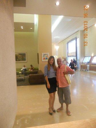 Sharon Hotel: hall d entree de l hotel sharon avec la sympathique manager  nilli hason