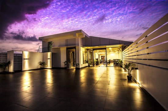 Courtyard - Rooftop Restaurant at J Hotel: Roof Top Dining