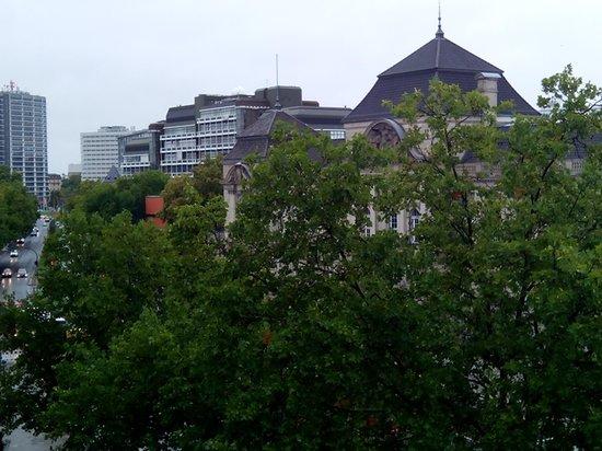 Wyndham Berlin Excelsior: вид из окна