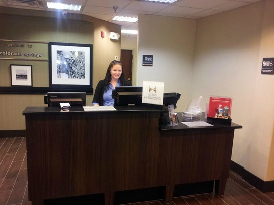 Hampton Inn Colorado Springs Airport: Front Desk