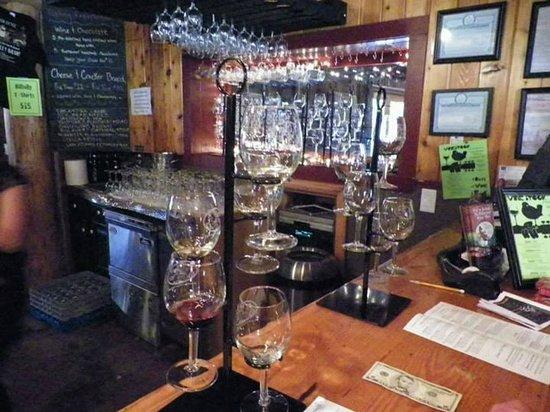 The Saratoga Winery : tasting bar