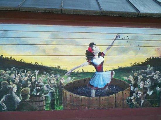 The Saratoga Winery : beautiful mural