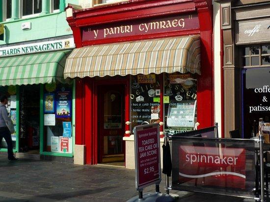 Y Pantri Cymraeg, Caernarfon